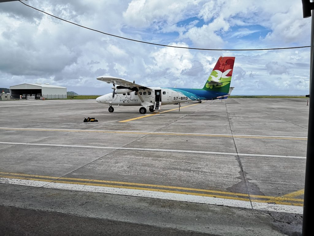 The Twin Otter aircraft used between Mahé and Praslin, 10 things to know before visiting seychelles