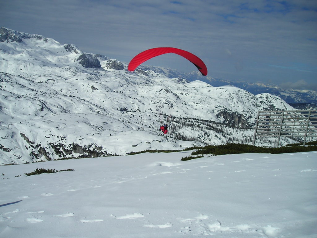 Paragliding in Krippenstein: the longest ski run in Upper Austria