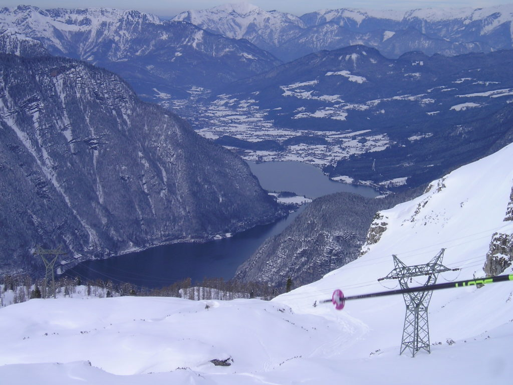 Beautiful views over the valley, Krippenstein: the longest ski run in Upper Austria