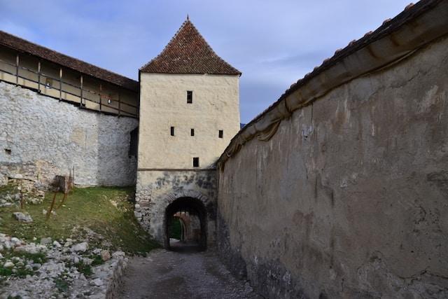 the exterior walls of the Rasnov Citadel